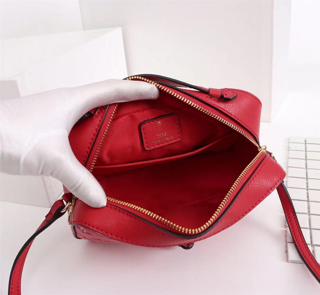 Alta qualidade designer de luxo sacos de ombro de couro clássico bolsa senhoras gravadas moda saco três cores tamanho: 22x16x8cm 44593
