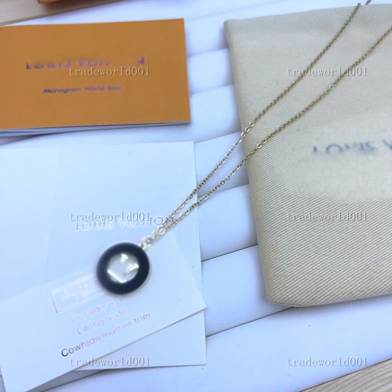 Louis Vuitton necklace Graduado Europa América Estilo Homens Lady Mulheres Titânio Aço Amantes Grossas Colar de Camisola de Colar Longo Com Gravado V Inicial Flower Três pingente