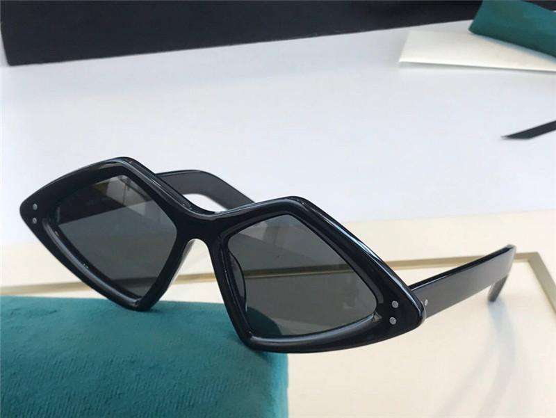 0496 Nouveaux lunettes de soleil à la mode Dames et hommes Square Square Style Style Plaque TriangleFull Cadre de qualité supérieure Protection UV avec couvercle de protection