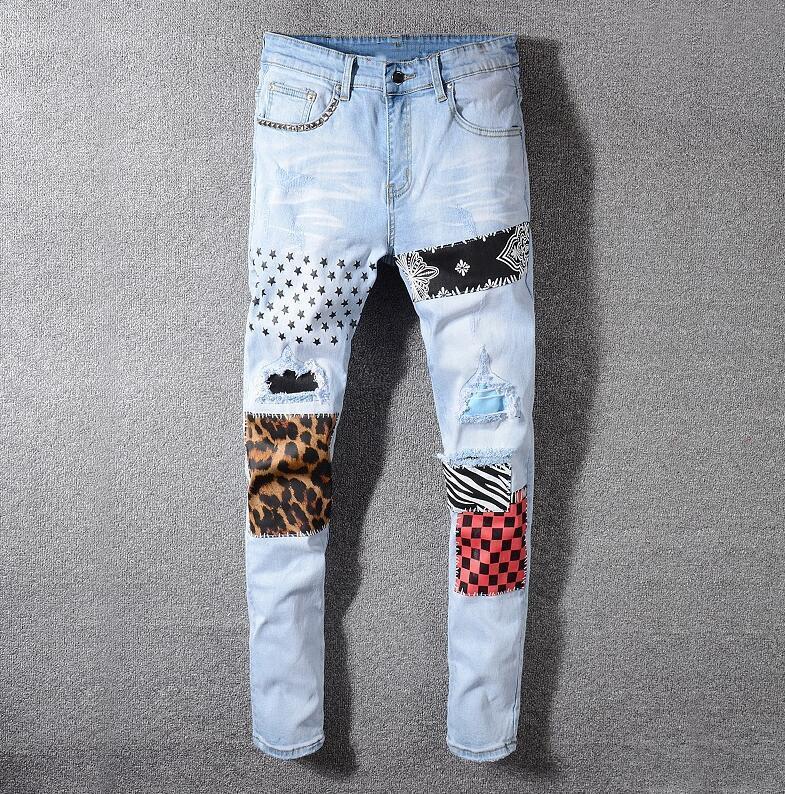 I jeans dei fori degli uomini per i pantaloni del pantalone blu della moda del cowboy dritto del denim slim