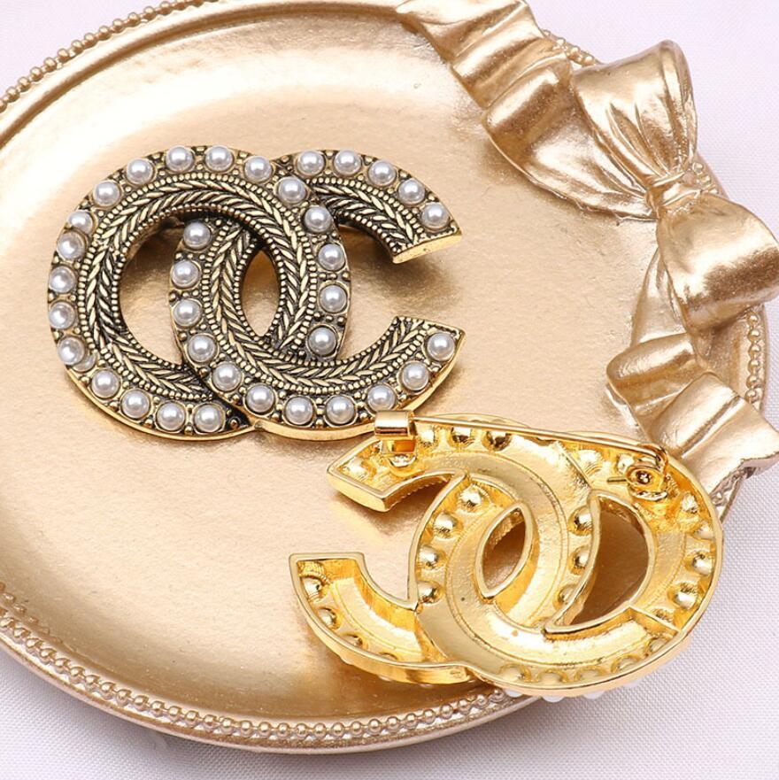 클래식 패션 브랜드 디자이너 디자인 더블 편지 골드 실버 브로치 여성 진주 모조 다이아몬드 브로치 정장 Laple Pin 패션 쥬얼리 액세서리