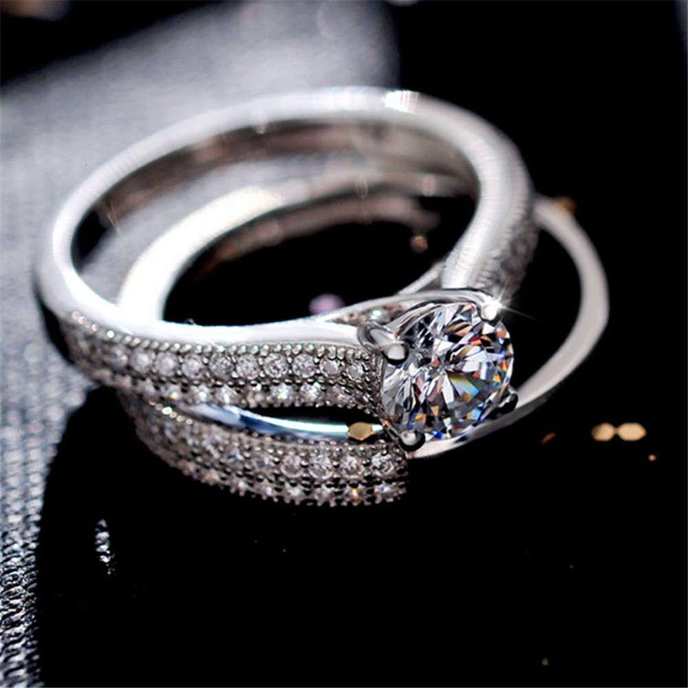 Versión coreana de lujo Nuevo sencillo anillo doble sencillo completo de diamante clásico de cuatro regalos más vendidos de los amantes de las garras