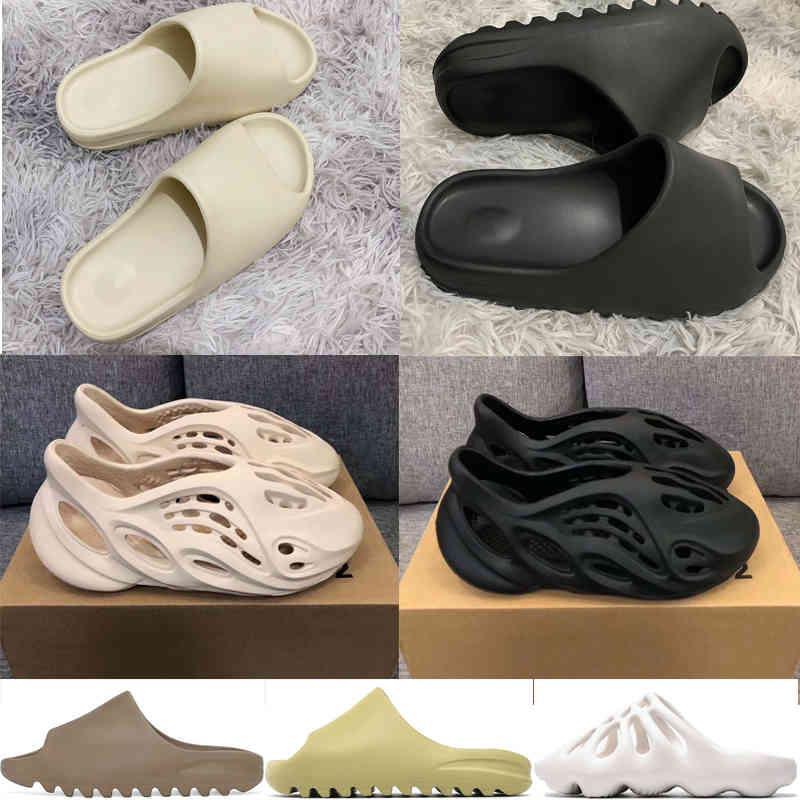 2021 Kanye Slides Slippers Slippers Foam Runner Desert Sand Triple Black Bone Blanco Resina Diapas Sandalias Slippers Mens Mujeres Slipper