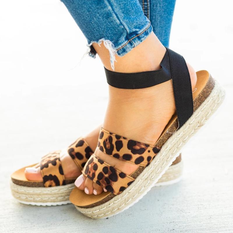 Sexy Leopard Sandals Летние Женщины Открытый Носок Случайные Лодыжки Обувь Женские Наружные Пляжные Флопы Женские Платформы Сандалии2020