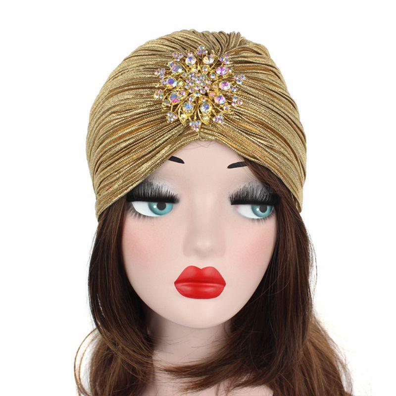 Mujeres turbantes sombrero cabeza envoltura plisado suave terciopelo cabello hijab gorra cabeza con broche joyería gorro / gorras de cráneo