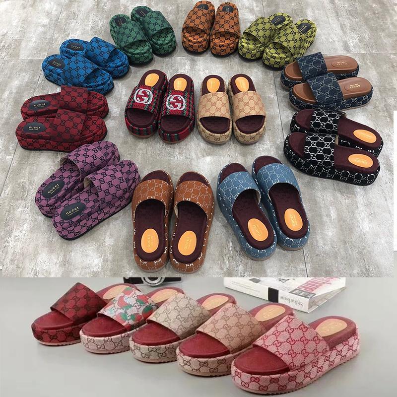 2021 mulheres de luxo sandálias planas bordados chinelo preto espessura solutos designers plataforma de lona chinelos Praia rasa Lazer de lazer Conjunto completo de acessórios