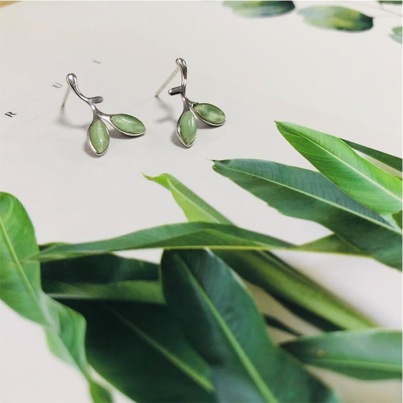 2021 Summer Sweet Fresh Versatile Green Leaf Simple and Small Female Students Exquisite Earrings Trendy