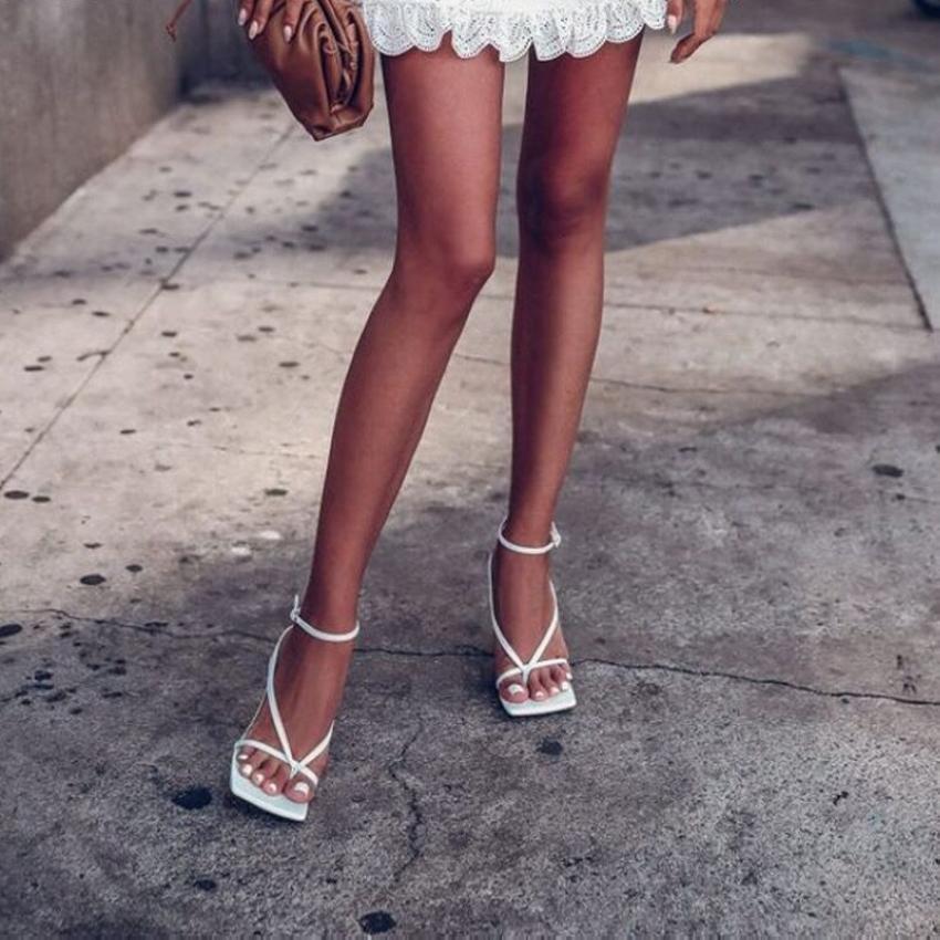 Sandales d'été Sandales Sandales étroites Vintage Carré Toe High High Talons Boucle Boucle High Heel Sandales Sandales Femmes Col V-Col Chaussures DFH4W54J