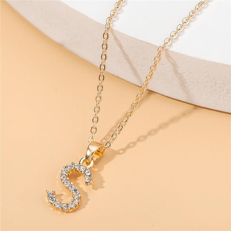 Alfabeto completo 26 Collar de oro Inglés Mujeres DIY colgante con incrustaciones con cuello de clavícula de diamante