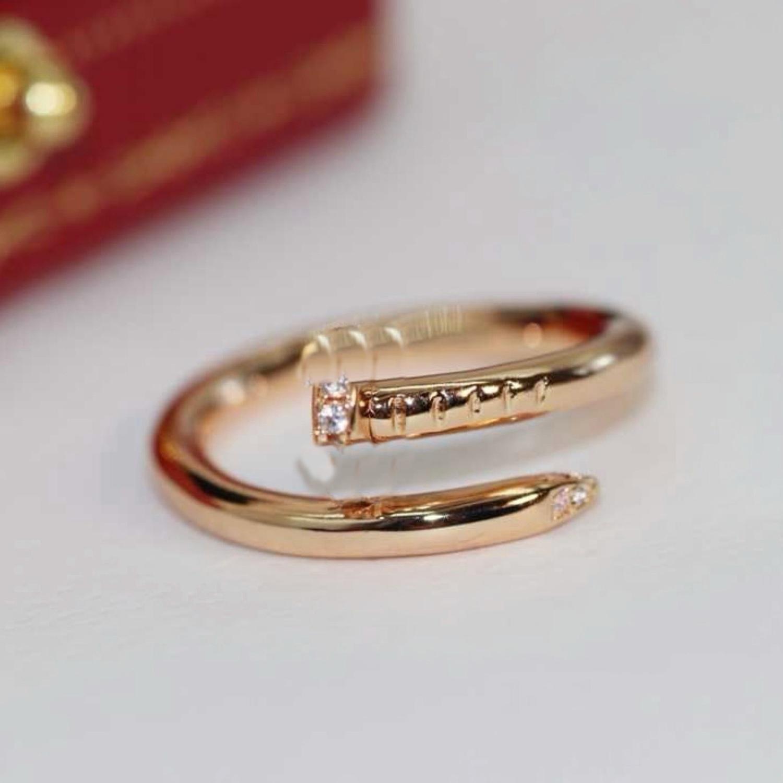 Ladies Love carti rings Pendant Necklaces Screw Bracelet Van Party Wedding Couple Gift Love Bracelet Fashion Luxury Cleef Ring Designer Bracelet A4