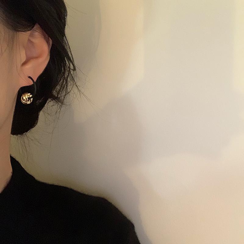 Hoop Individual personaje Joker Dangler Sencillo Pendientes pequeños Moda Diseño de moda siente el anillo de la oreja geométrica