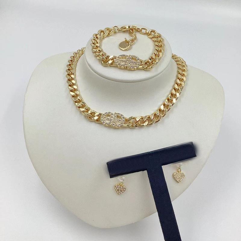 2021 Acciaio inossidabile Lettera Choker 14k Gold Cuban Collana Collana Collana Bracciale per orecchie per Borchie per uomo e donne Amanti regalo con scatola