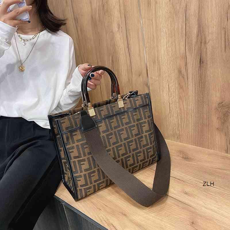 Diseñadores de lujo 2021 Hogar Compras Nuevas Mujeres Capacidad Femenino Bolsa de estilo único Portátil FRANDE F MEDIA MEDIA Moda Hombro Rewnr