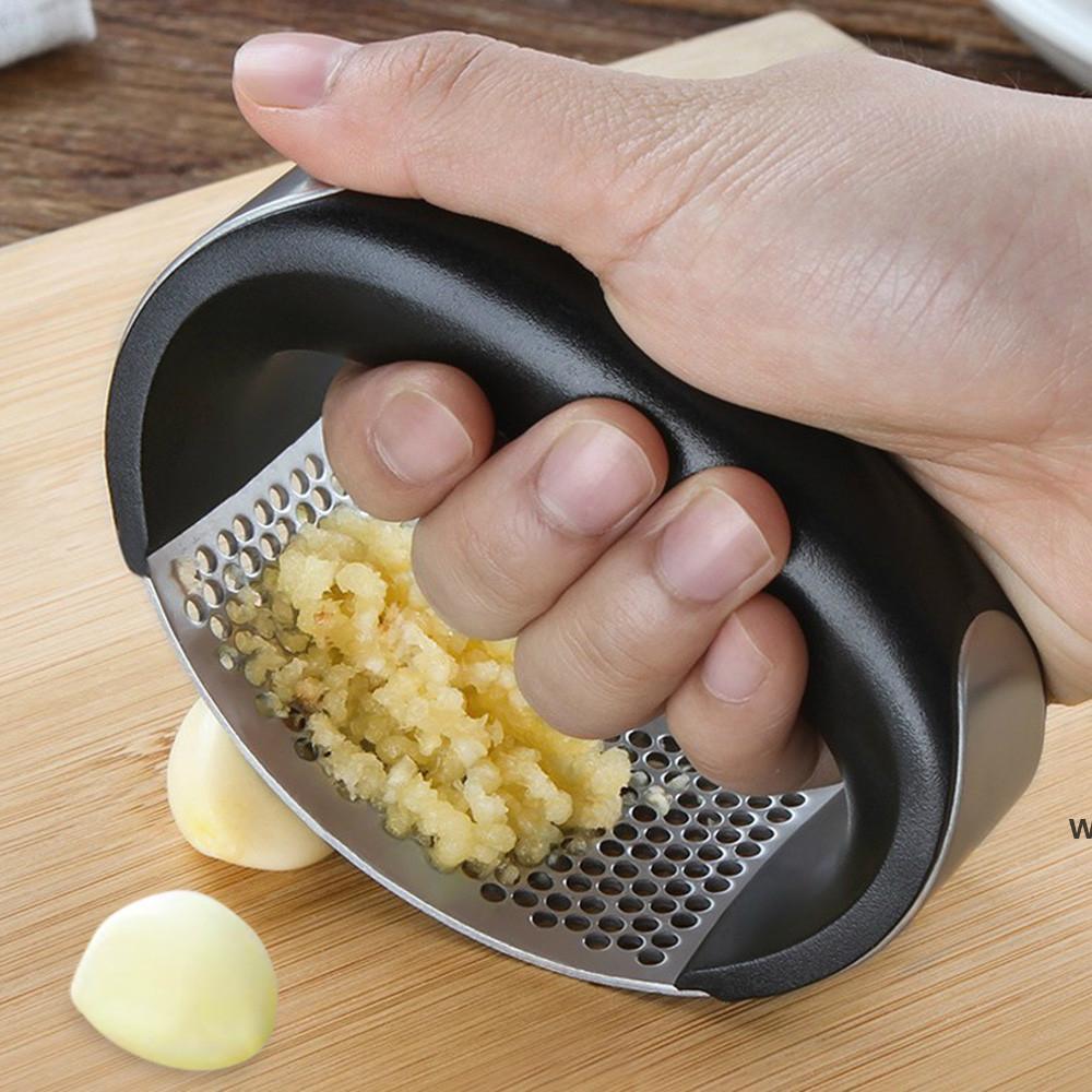 Multifunción manual ajo prensado curvado ajo pulido cortador cortador de acero inoxidable ajo prensas de gadgets de cocina Herramienta HWB6670