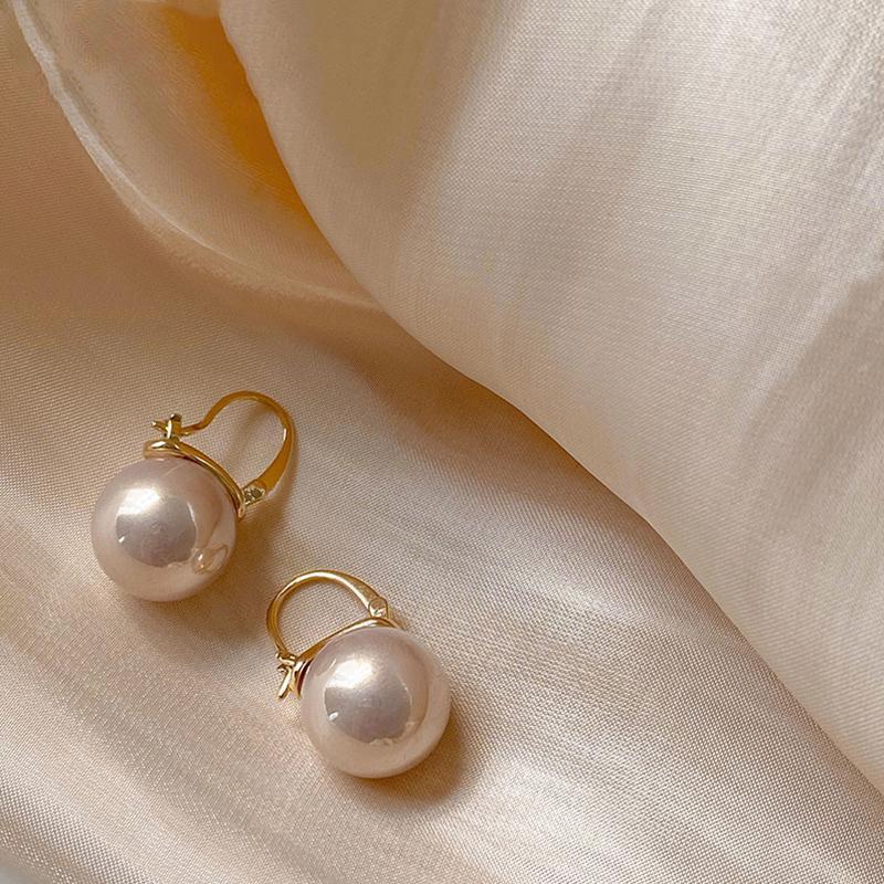 1 Pair Orecchini per perle coreano per perle per le donne perle di simitazione appeso a orecchini rotondi orecchini da cerimonia nuziale Semplice gioielli di moda