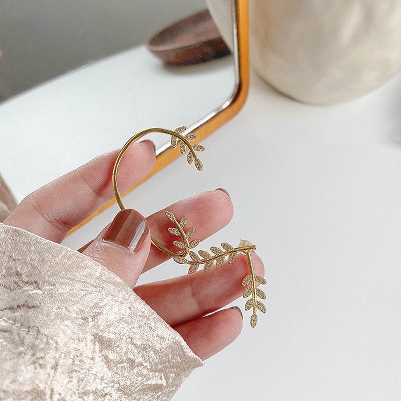 Rhinestone Yaprak Kulak Wrap Paletli Küpe Kadınlar Için Parti Piercing Çiviler Düğün Gelinler Takı Buklet D'Oreille Oorbellen Stud
