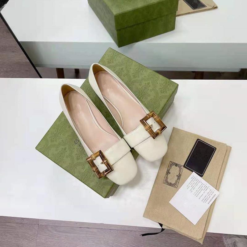جلد الخيزران مشبك إمرأة حذاء 2021 الصيف والخريف مربعات جديدة رئيس الرجعية سميكة الكعب المرأة أحذية واحدة