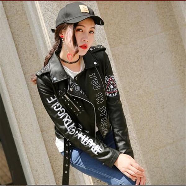 Nuova primavera e autunno signore Rivet Letter Stampa Locomotiva Giacche in pelle PU Donna Short Fashion Hip Coat Bomber Giacca
