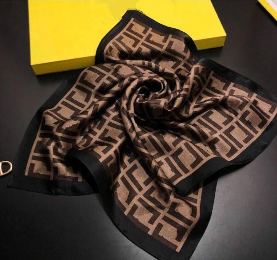 2021 Top Designer Frau Seidenschal Mode Brief Stirnband Marke Kleine Schal Variable Kopftuch Zubehör Aktivität Geschenk