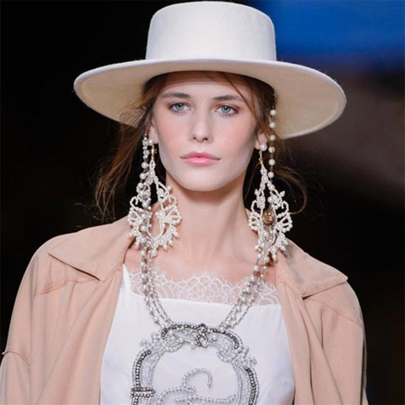 Branco largo borda simples igreja derby top chapéu panama sólido feltro fedoras com corrente para mulheres artificiais misturar jazz tampão 210608