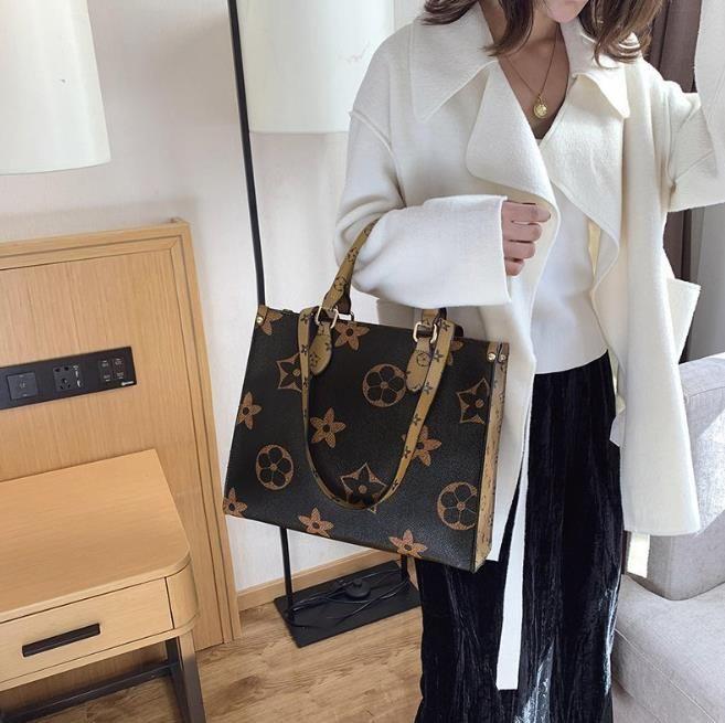 أكياس الإناث الرجعية 2021 واحد الكتف رسول حقيبة يد سعة كبيرة البصرية حقيبة تسوق الطباعة كبيرة