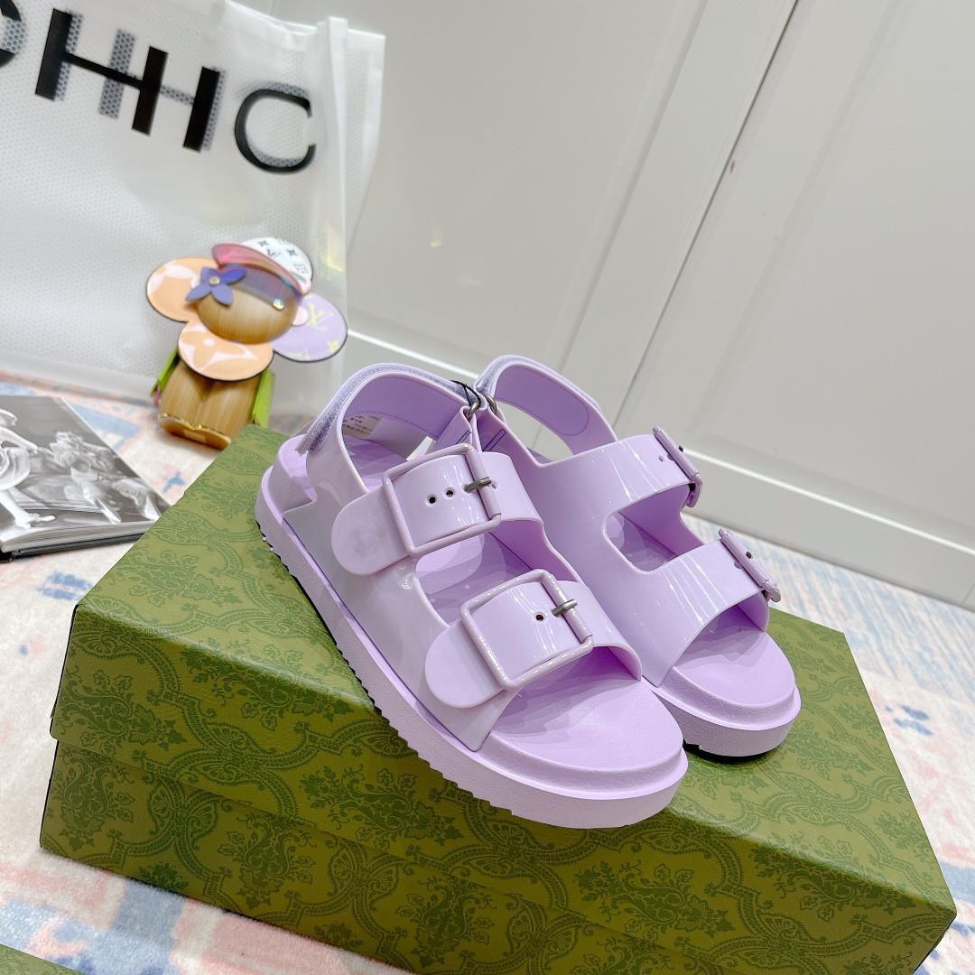 2021 Yeni Moda Eğlence Sandalet High-end Malzemesi Bahar ve Yaz Filmi Tarzı Sandalet Zarif Donanım Toka Köpük Outsole High-end Qual