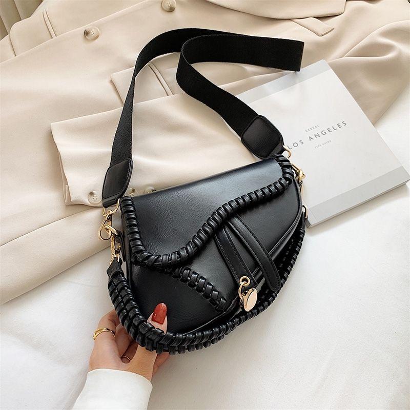 NUEVO verano nuevo bolso de almohada de mujeres clásico tejido de mano luz de lujo de lujo de moda bolso de mensajero lj210203