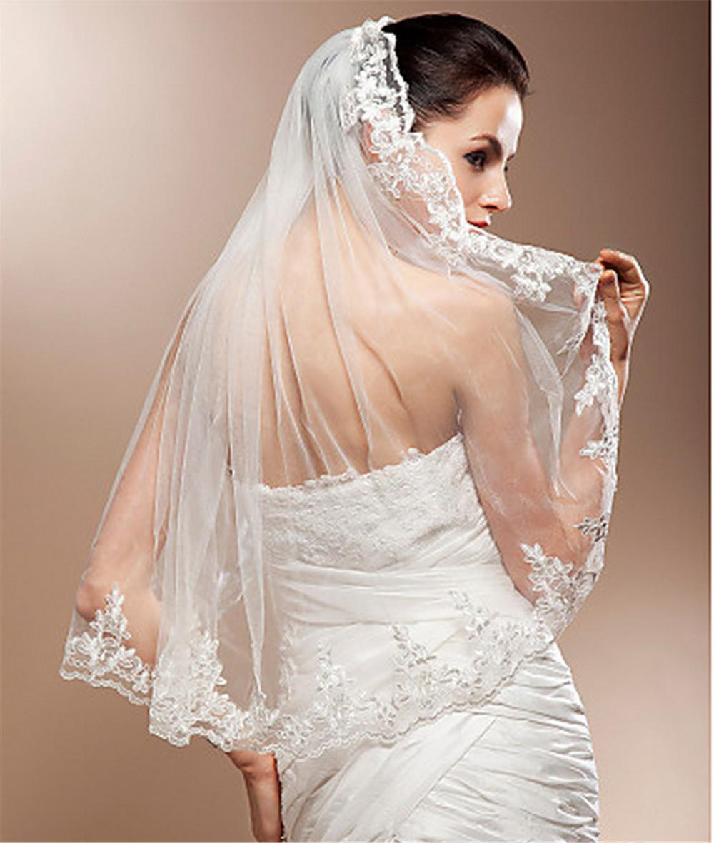 Мода белые свадебные завесы кружева аппликация кромки свадебные вуаль один слой длиной локоть длиной сплава гребня слоновой кости