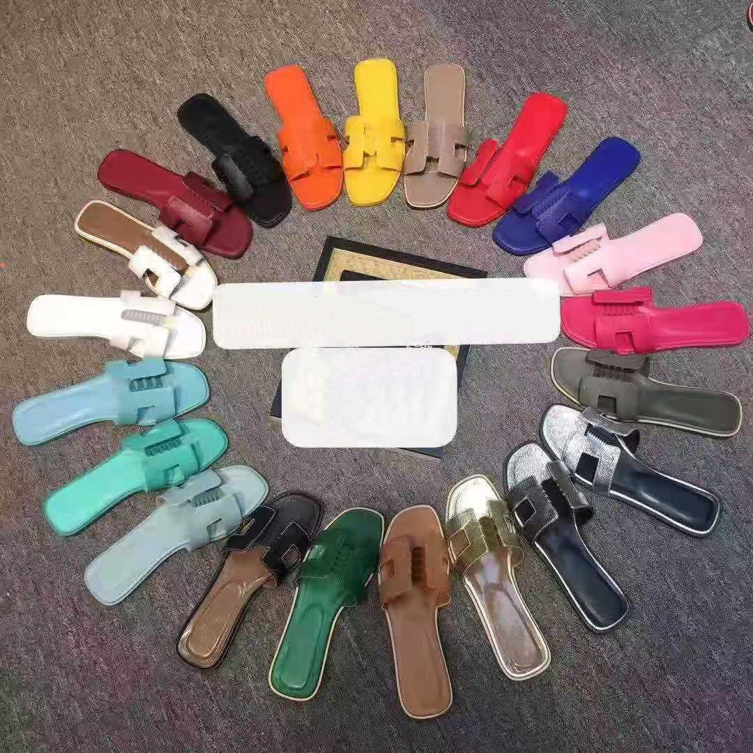 2021 Plaj Klasik Düz Luxurys Tasarımcılar Kadın Terlik Sandalet Yaz Bayan Karikatür Büyük Kafa Terlik Deri Markalar Banyo Moda Kadın Bayan Ayakkabı Büyük