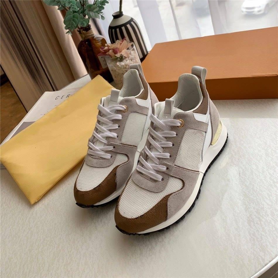 مزيج مطاطي كبير وحيد ضوء عدم الانزلاق أحذية عارضة تصميم الأزياء النسائية حذاء المرأة متعددة الألوان تنفس شبكة الأحذية النسائية
