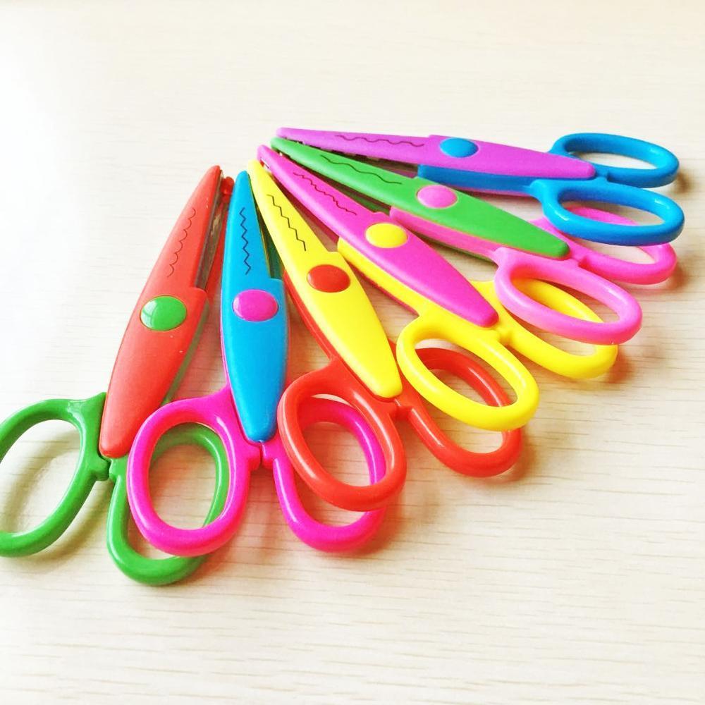 Sécurité pour enfants Ciseaux de la main en plastique bricolage photo en dentelle ciseaux étudiants 5 pouces fabricant de gros