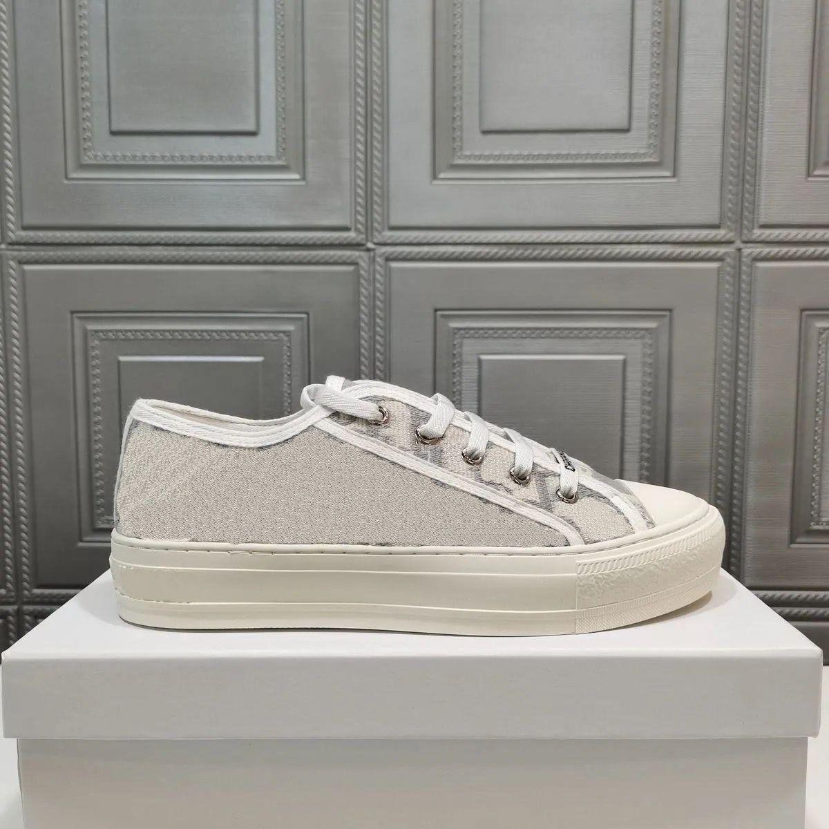 Luxurys Designers Mulheres Sapato Espadrilles Andando Sneakers Impressão Plataforma Sapatos Grils Bordado Lona Flats Sneaker com caixa