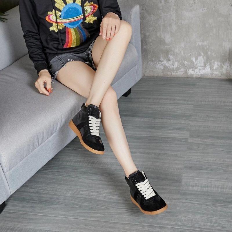 Bottes Marque Dames Femmes Arrivée En Cuir T-Forme T-Forme Splice Design Matériau Chaussures Mode Woieman Train Sho
