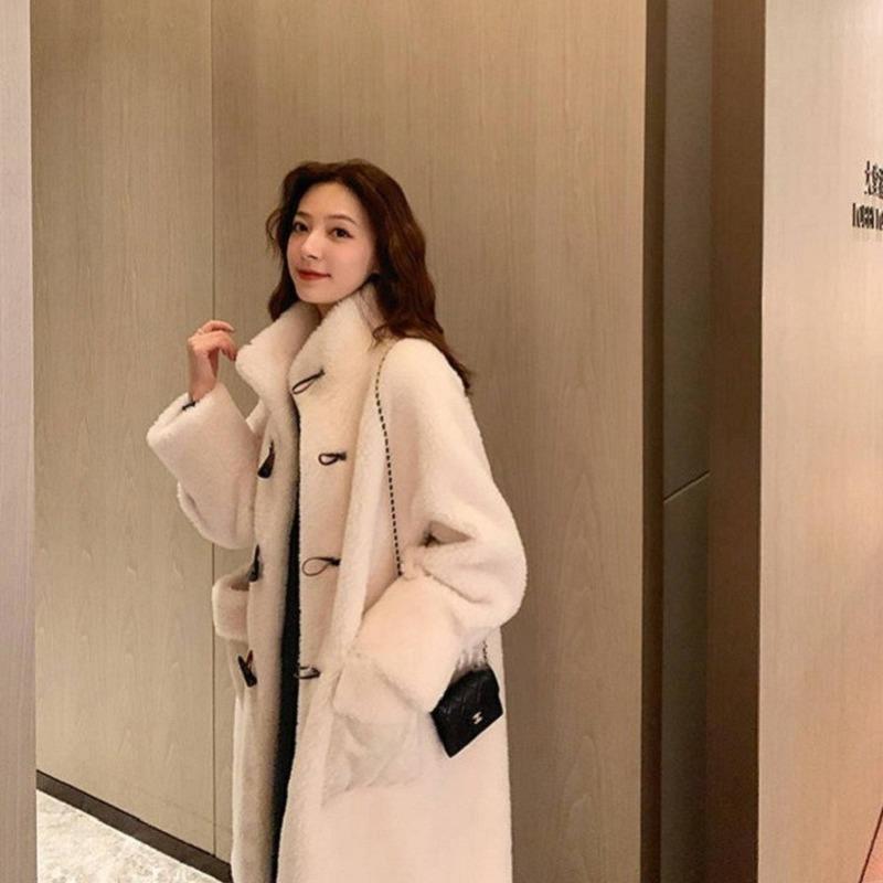 양고기 봉제 코트 여성 가을과 겨울 긴 한국어 느슨한 두꺼운 경적 버클 모피 하나 마오 옷 체크 무늬 여성의 양모 블렌드