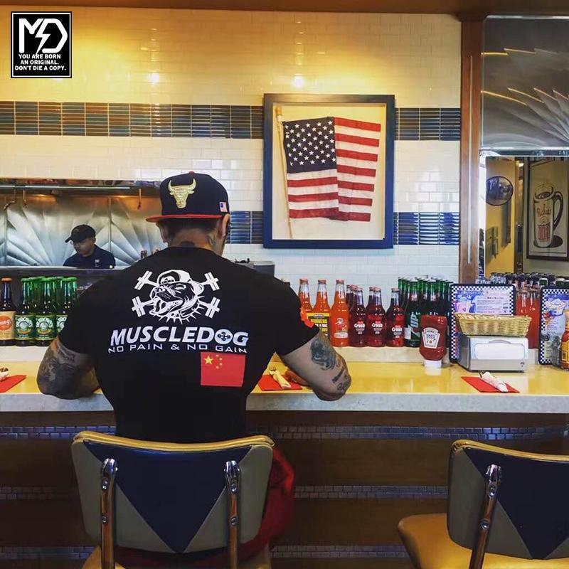 Muscledog Muscledog с коротким рукавом Футболка мода фитнес флаг туго бегущий высший тренинг фитнес одежда мужской футбольный джерси