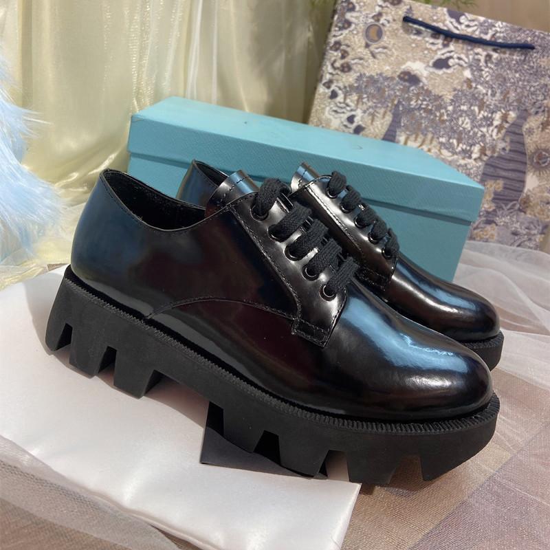 Женские туфли с толстыми высотой удобные и повседневные