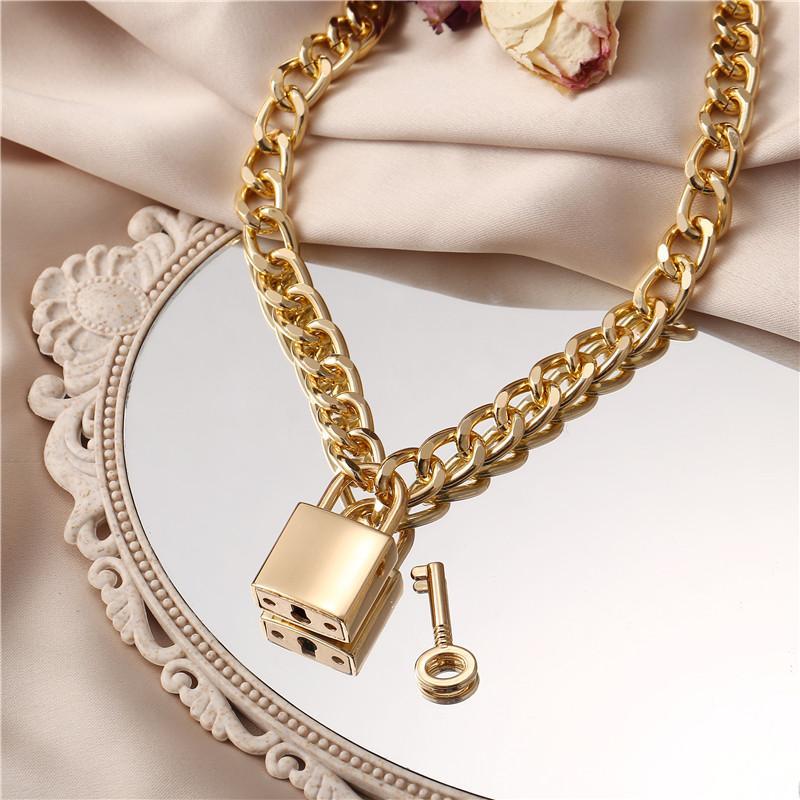 17km Gothtic Gold Lock Chunky Cadena Collar para Mujeres Hombres Hombres Cadena Grande Unbockable Cerradura Clave Colgante Collares Joyería exagerada