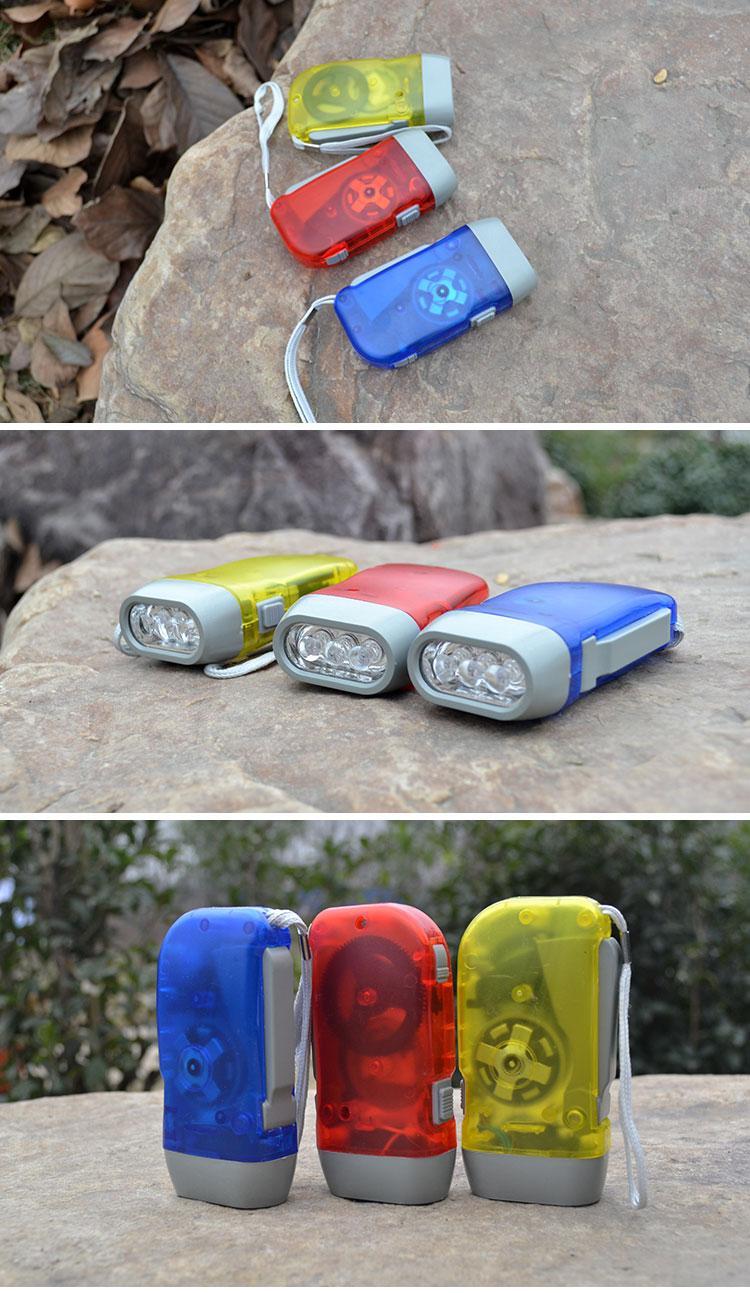 Рука нажата три лампы фонарика рукой нажатой Power пластиковый светодиодный фонарик осветительный фонарик
