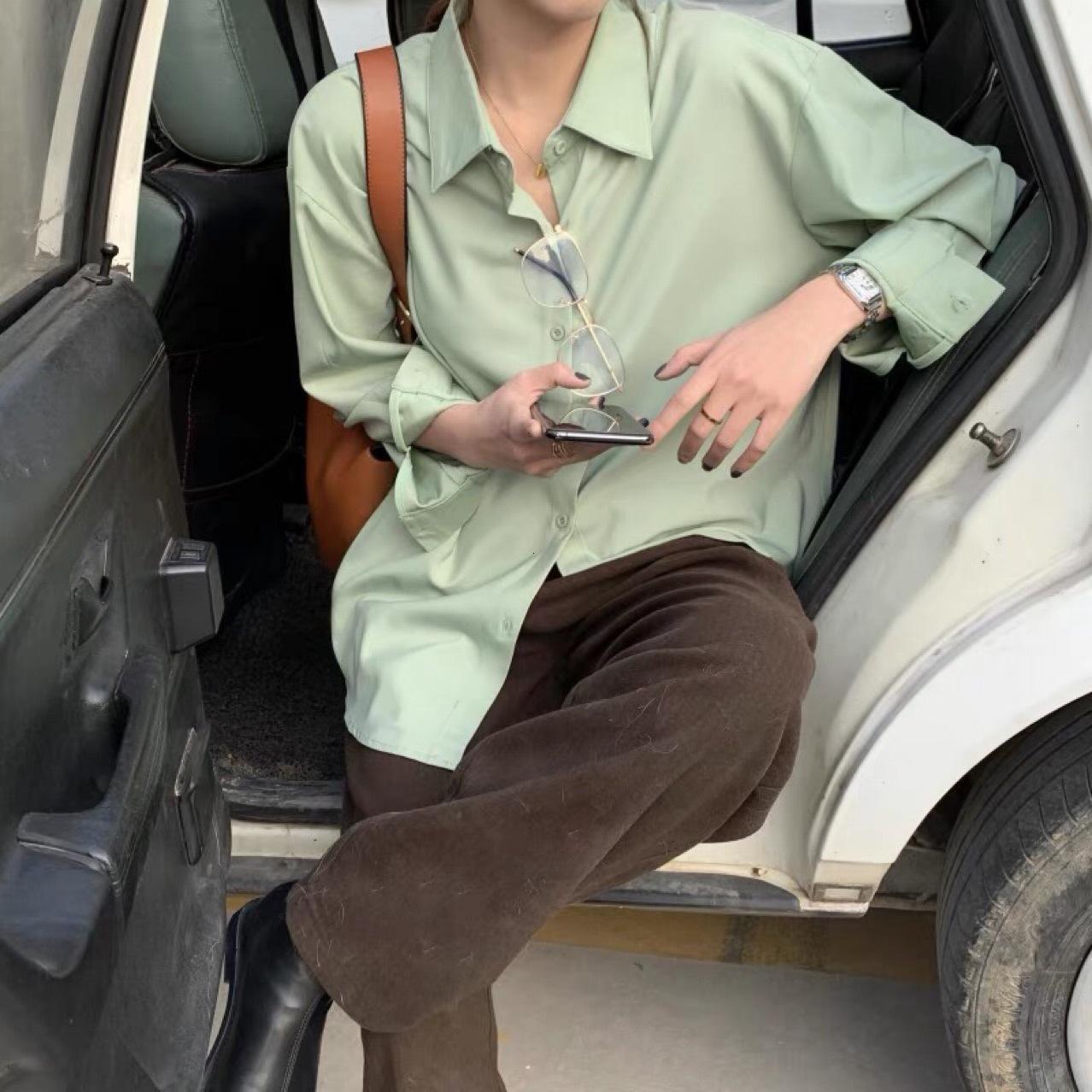 2021 Spring Hong Kong Estilo de diseño Sensación de camisas plegables Camisa de manga larga de Temperamento Flojo Moda de mujer Guangzhou