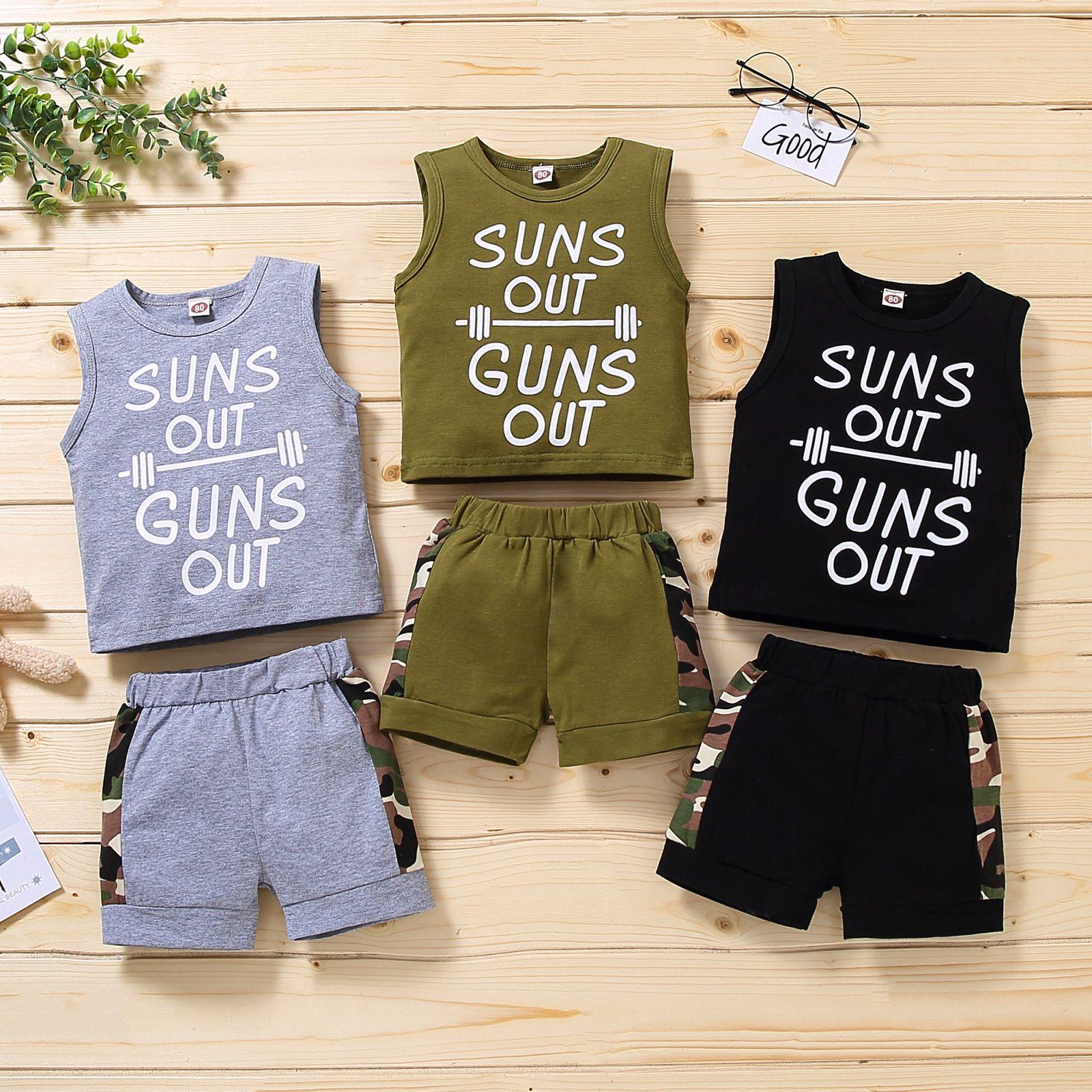 2021 Yeni Yaz Bebek Erkek Giysileri Set Üst Yelek Harfler Güneş Silahları Out Camo Pamuk Şort Elastik Bel Yürüyor Çocuk Yaz Kıyafet Seti