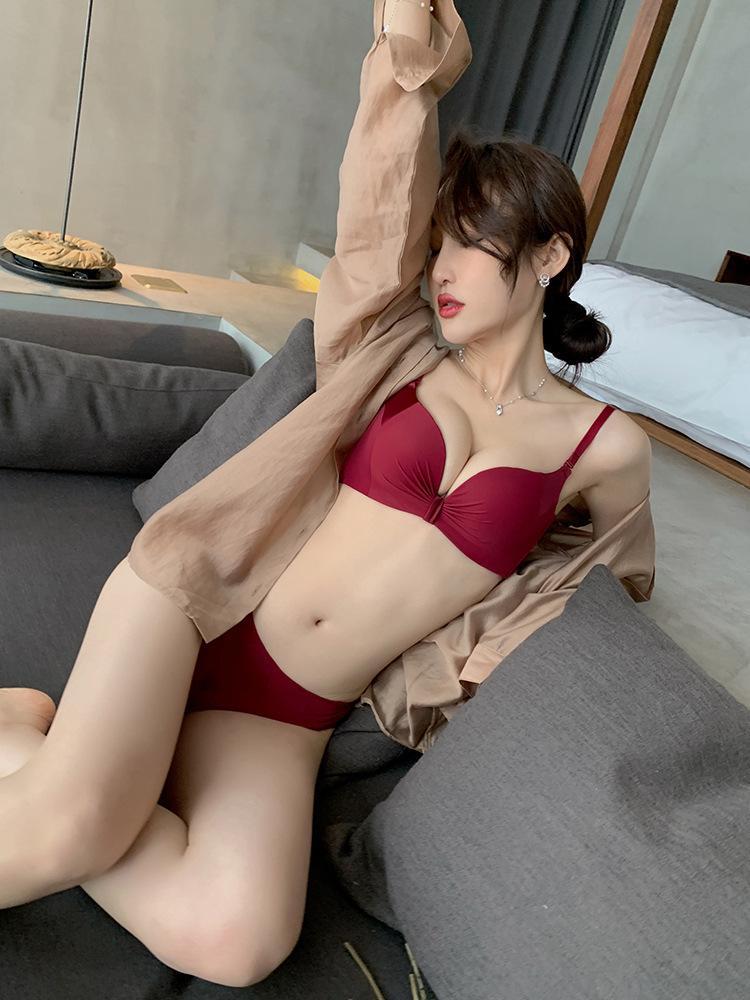 Underwear women's adjustable smooth stitching bra without steel ring