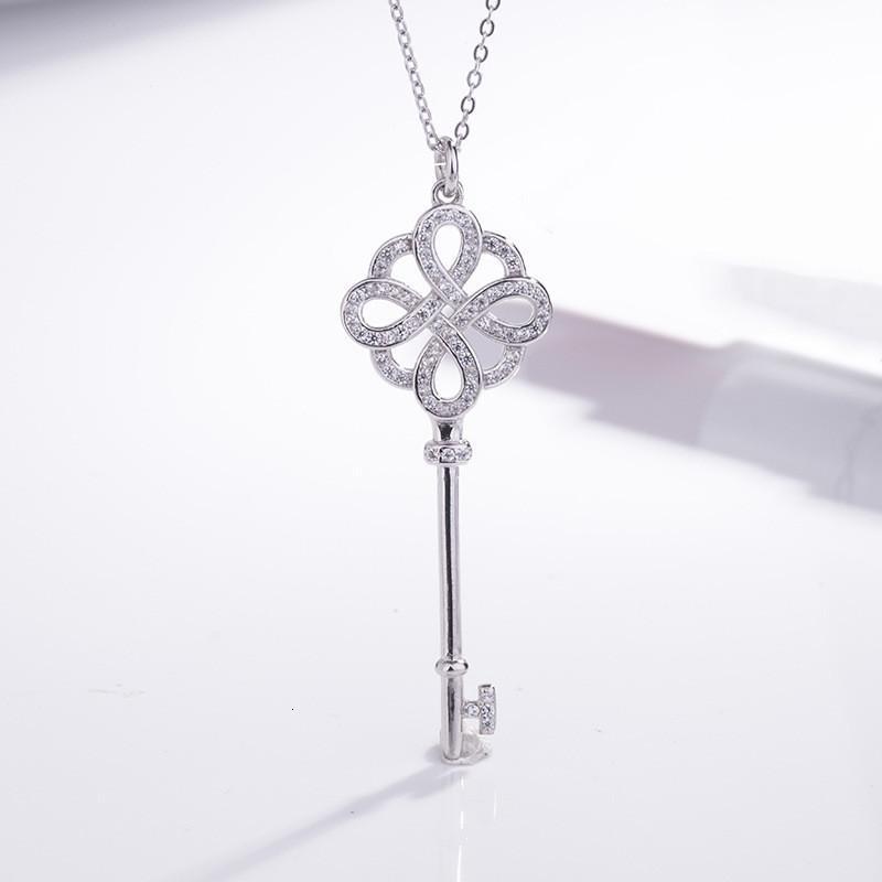 Colar de nó chinês Sier banhado a cadeia de camisola temperamento incrustado com diamante chave de modelagem de pingente clavícula de luxo nicho