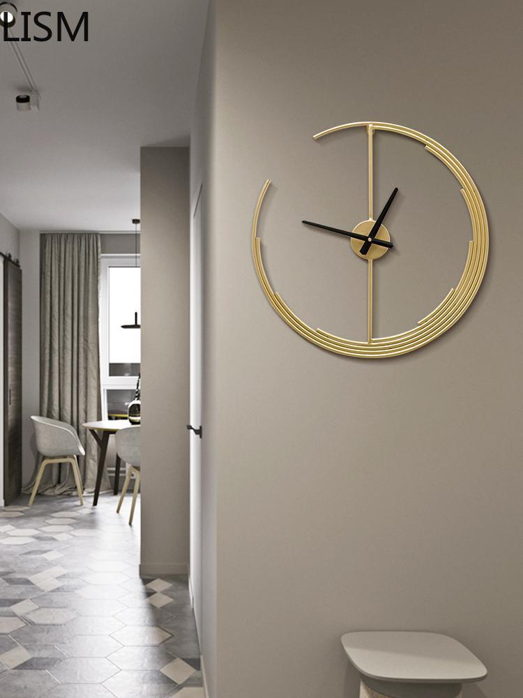 ساعات الحائط المعدنية الشمال الفاخرة الحديثة كبيرة الإبداعية الذهب ساعة المعيشة غرفة المعيشة الساعات الصامتة ديكور المنزل نمط العتيقة