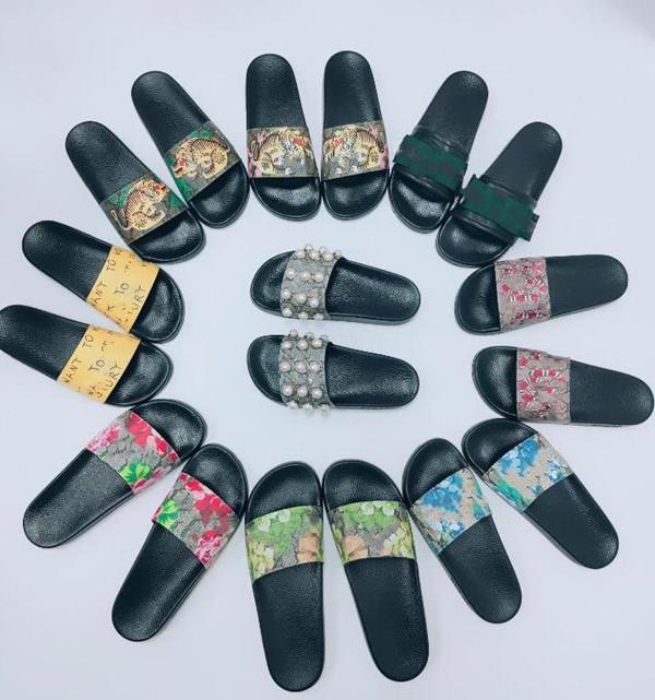 Mulher / Homem Sandálias Qualidade elegante Slipper Fashion Clássicos Homens Mulheres Liso Sapatos Deslize EU: 35-45 com caixa