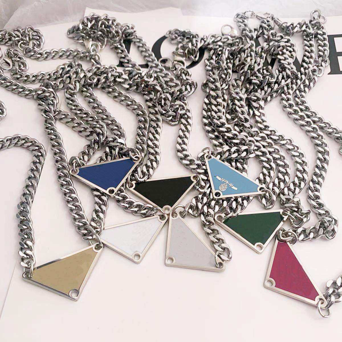 2021 Luxurys продажа кулон ожерелья мода для мужчины женщина 48см перевернутый треугольник дизайнеры бренда ювелирные изделия мужские женские высокое качество 19 модель опционально