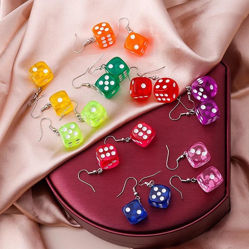 Модная мода Смешные 3D кости Серьги Tassel Казино Женщины Творческие Конфеты Цвет Минималистский дизайн Женский