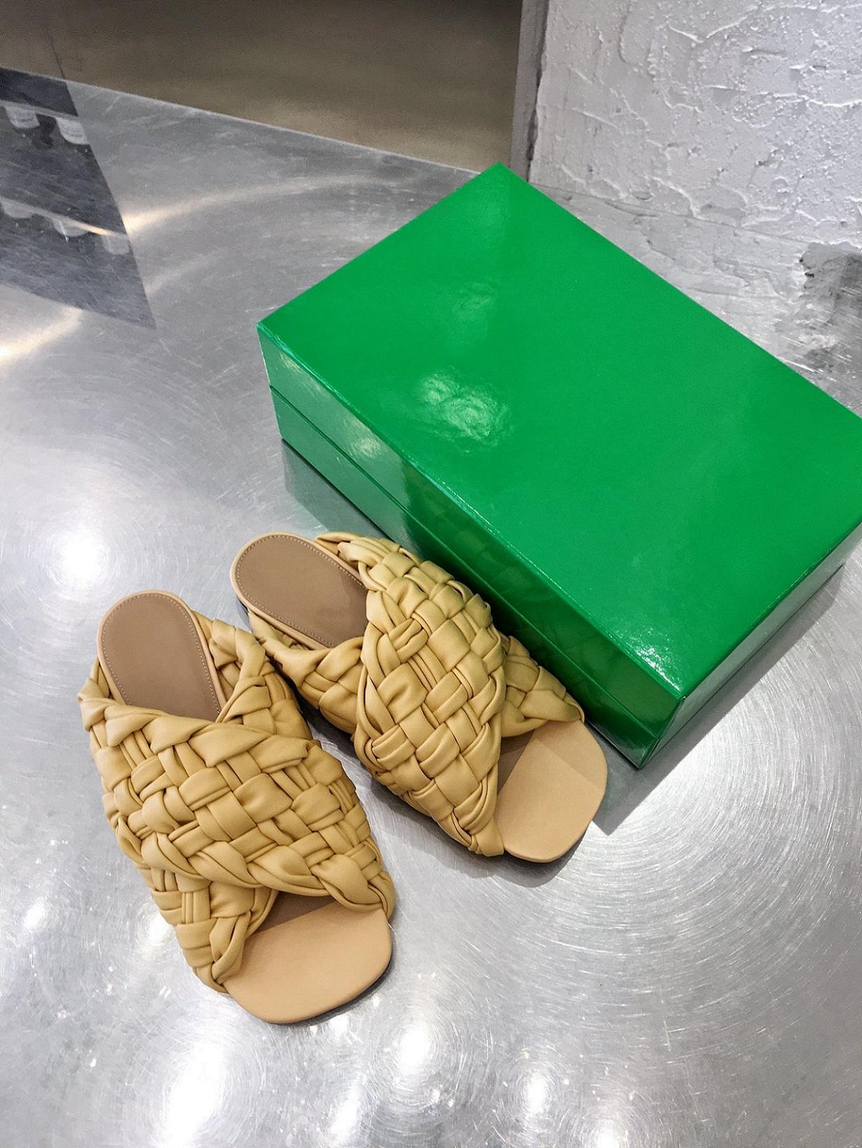 2021 Bahar ve Yaz Yeni High-end Malzeme Deri Dokuma Düz Terlik Mizaç Bayan İlkbahar Ve Yaz Tarzı Rahat Ayakkabı Terlik
