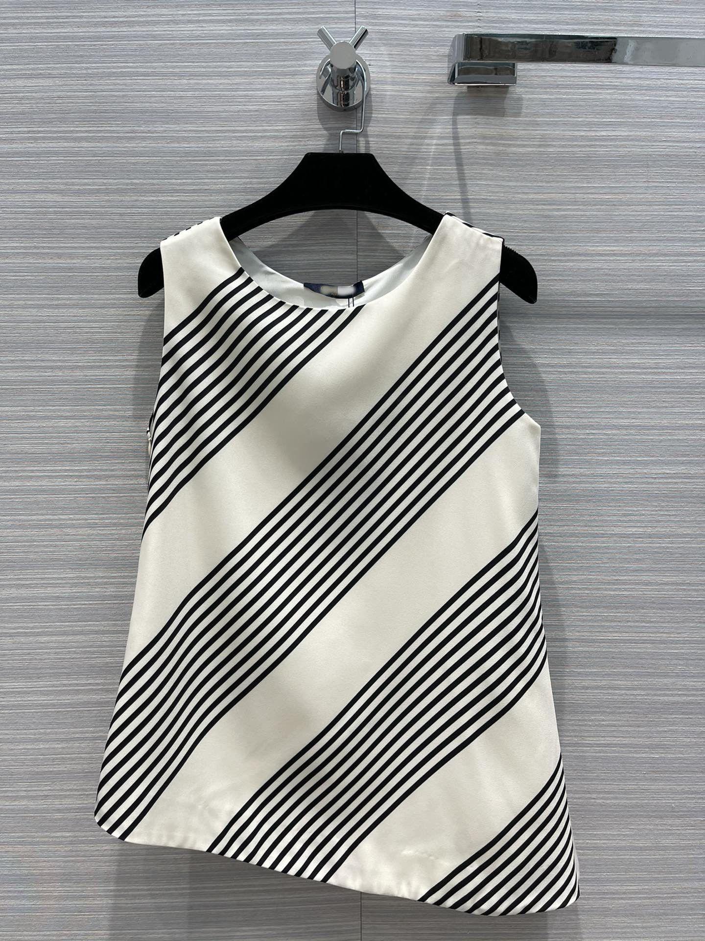 Milan Pist Kadınlar Tops Tees 2021 O Boyun Kolsuz Baskı Tasarımcı Mont Marka Aynı Stil T-shirt 0324-4