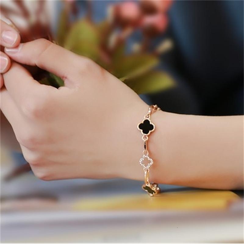 Los anillos de compromiso de los pendientes del diseñador, las pulseras y los collares de oro son favoritos de las mujeres pulseras de encanto moda diamante incrustado poca felicidad flor delgada oro