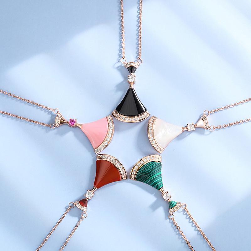 Charme et tempérament Classic Fashion Haute Qualité Femmes Pendentif Collier Femme Holiday Cadeaux Cadeaux Chaînes